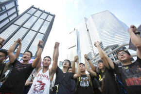 Defiant HK protesters demand leader steps down