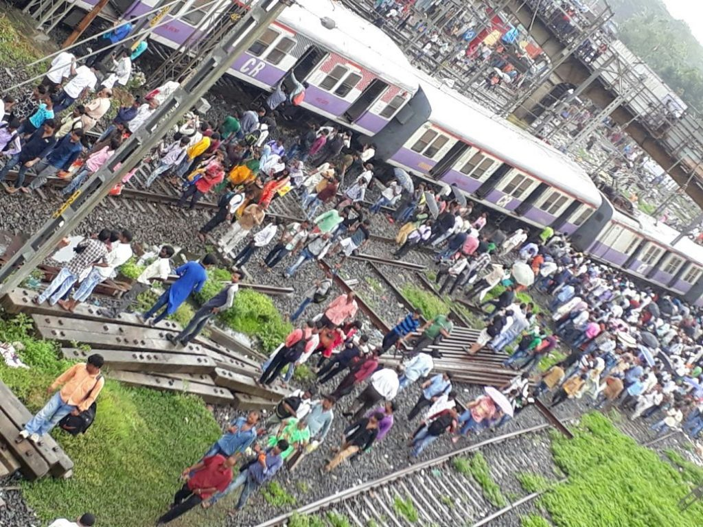 4 coaches of Mumbai local train derail near Mahim station, 3 injured