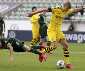 Dortmund keep pressure on Bayern with 2-0 win over Wolfsburg